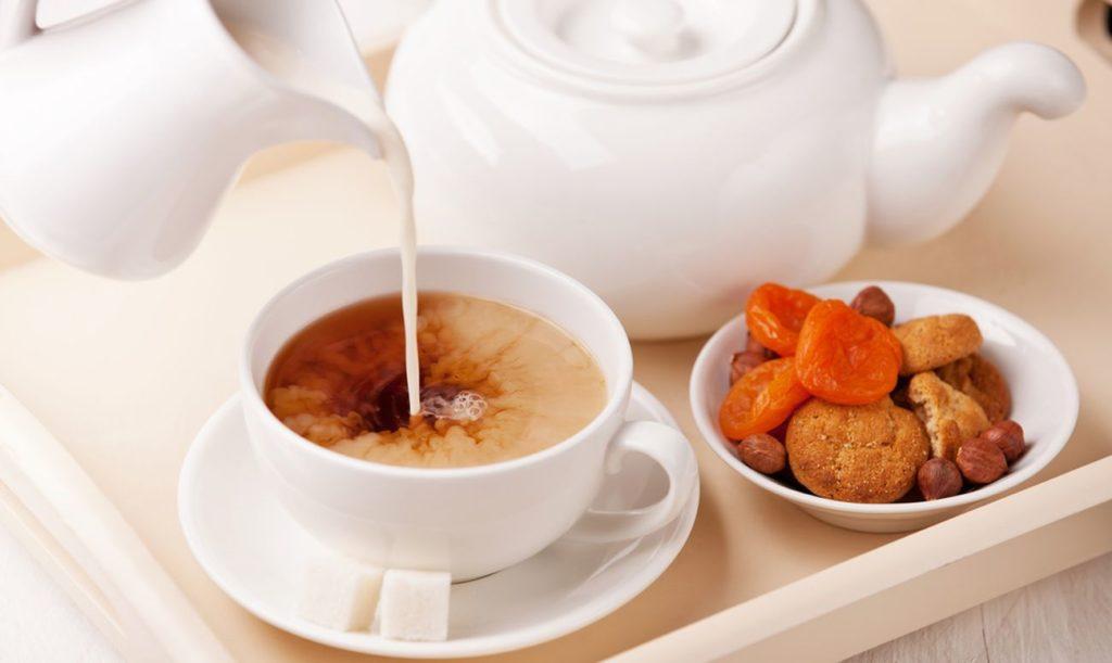 Чай с молоком, какая польза